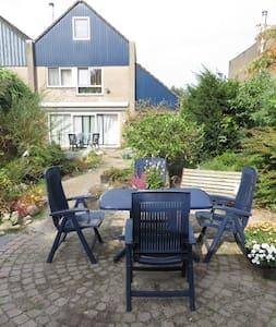 Kamer met ontbijt en gebruik tuin in woonwijk - Lelystad - Aamiaismajoitus
