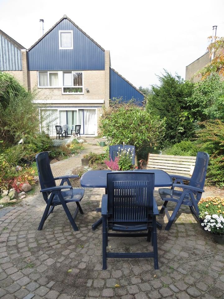 Kamer met ontbijt en gebruik tuin in woonwijk
