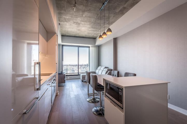 *Breathtaking* City View  •Dtown Luxury Condo•
