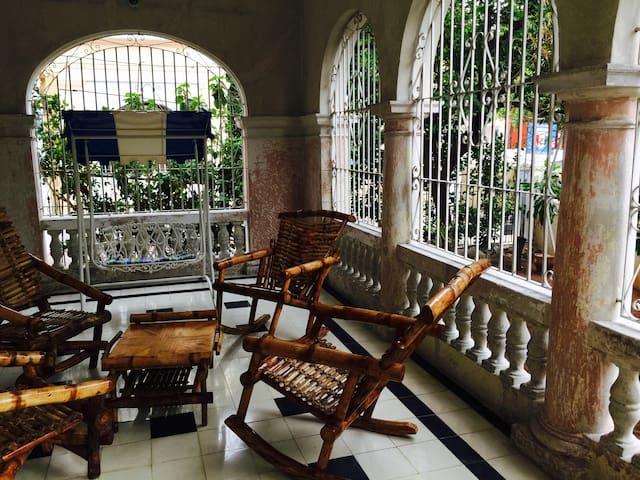 Room in Historical Part of Vedado - La Habana - Casa