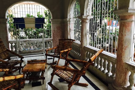 Room in Historical Part of Vedado - La Habana - Rumah