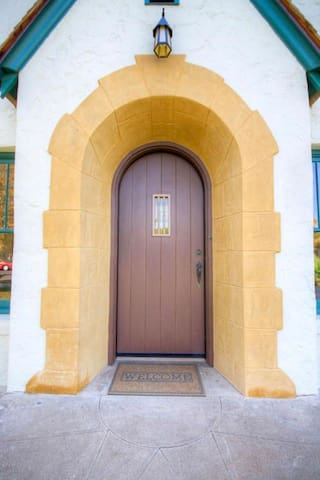 Historic Tudor Revival in Central Phoenix - ฟีนิกซ์ - บ้าน