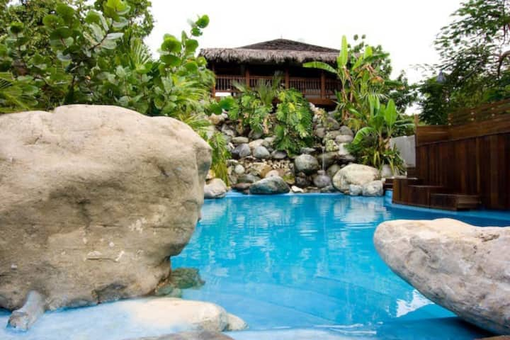 SurMer Premium Cottage with Pool