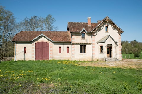 Hunting House of Château de Commarin