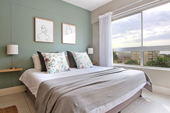 Perfectly situated studio in Green Point