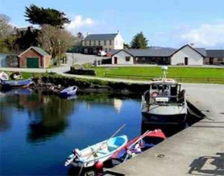 Bere Island Lodge — Lawrence Cove — Waterfront