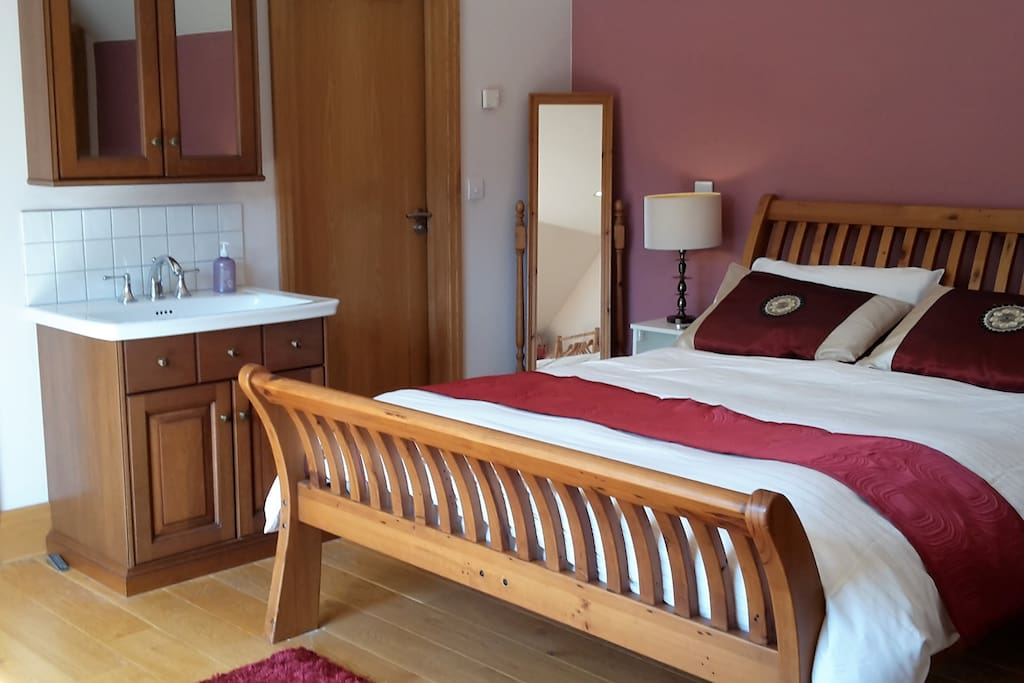 King size double bedroom with ensuite shower and toilet