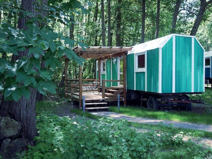 Gemütlicher DDR-Bauwagen Manfred im Wald am See