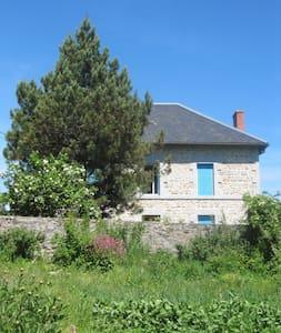 La Maison aux volets bleus - Mérinchal