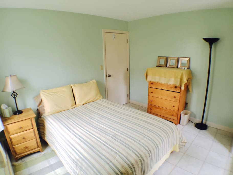 Sunny Corner Bedroom with new bed! PRIVATE