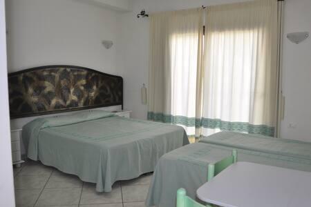 Camera familiare+colazione+bagno privato - Villasimius - Bed & Breakfast