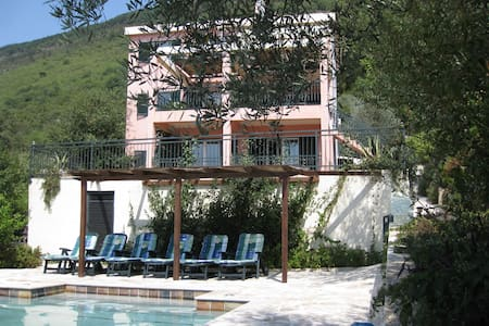 Ideal family Villa with pool - Kavac
