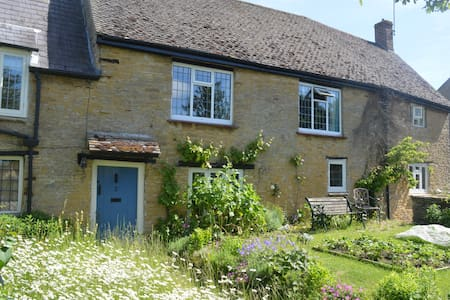 Historic country cottage  B&B - two private rooms - Aynho - Bed & Breakfast