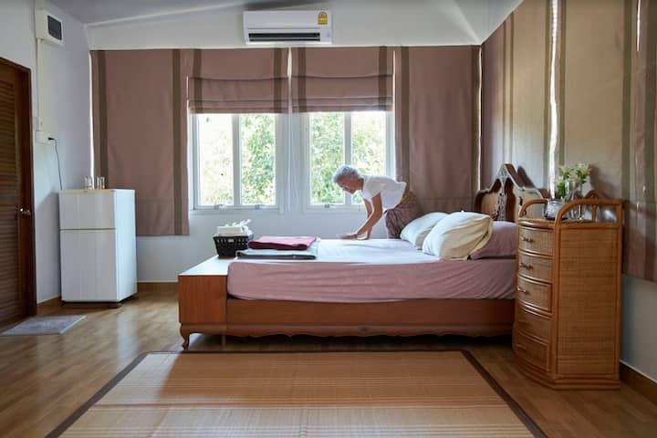 (D-Day) Baan Klangsuan , Private room for 4 pax