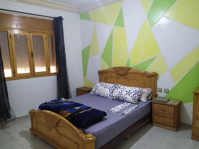 Spacious room-Wifi-rooftop terrace near the beach