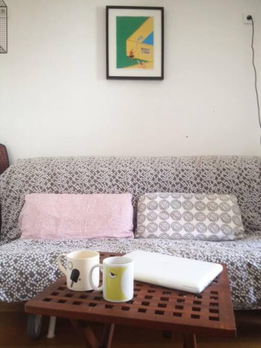 Canapé lit neuf, large et confortable