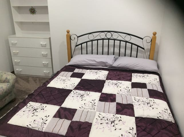 Comfy home with comfy bed - Rooty Hill