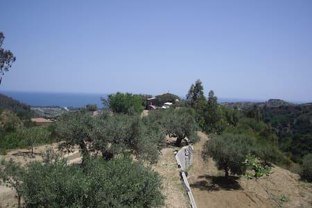 Casa Cucuzzolo Sea, Mountains and Nature - Isca Sullo Ionio - Huis