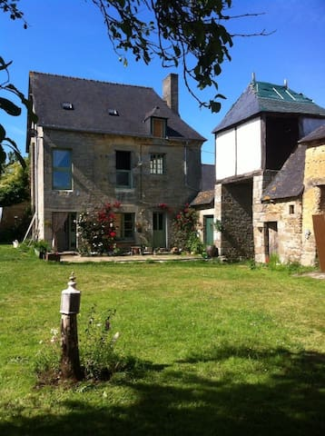 Massive beautiful en-suite attic available - Saint-Maden - Bed & Breakfast