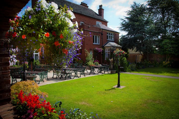 The Manor Guesthouse - Cheadle