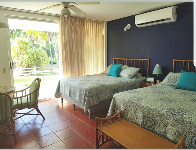 ☀Beach Suite☆2 Pools☆A/C☆Cable☆Kitchenette☆Parking