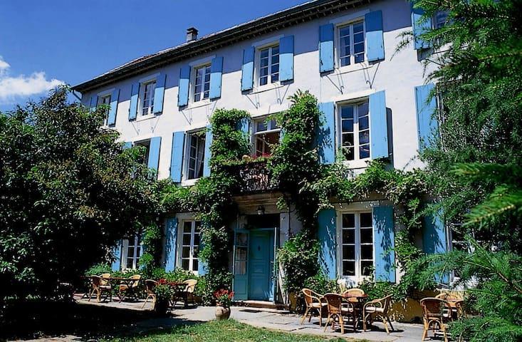 Le Sud-français maison de pays - Riols - Bed & Breakfast