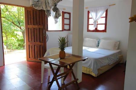 Casa Swell Jungle Suite Casita w/patio and hammock - Tola - Appartement