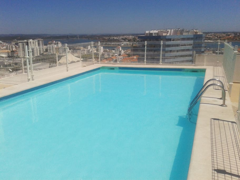 Swimming pool in the roof / Piscina terraço