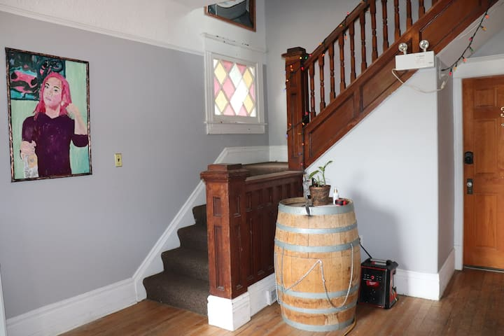 Kelowna Art Lodge guest room