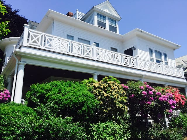 Elegant Victorian by the Ocean - Swampscott - House