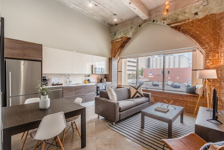 Stylish & Walkable 2 BDRM in Heart of Downtown!