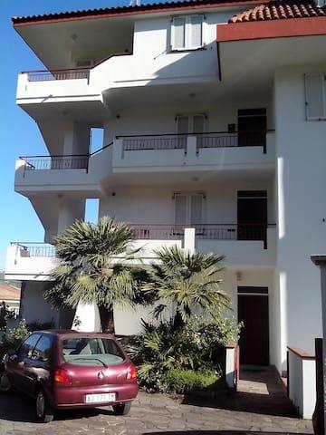 appartamento vicino al mare secondo piano - Paparo-sant'angelo - Lägenhet
