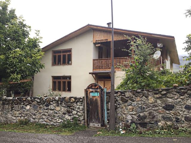 Kahri Guest house (Кахри Гостевой дом) - Mestia - Pension