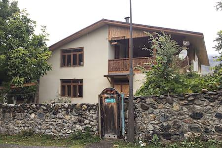 Kahri Guest house (Кахри Гостевой дом) - Mestia - Chambres d'hôtes