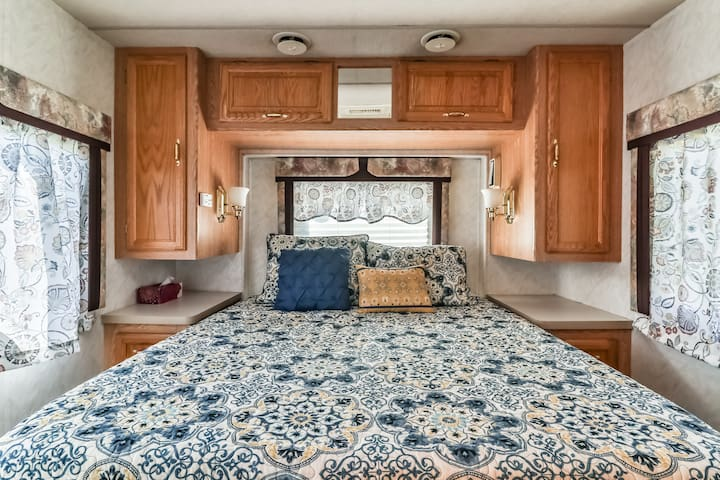 The master bedroom features 3 windows, all with lake views, a Queen Memory Foam Mattress with luxury quilt bedding & throw pillows & plenty of closet space.