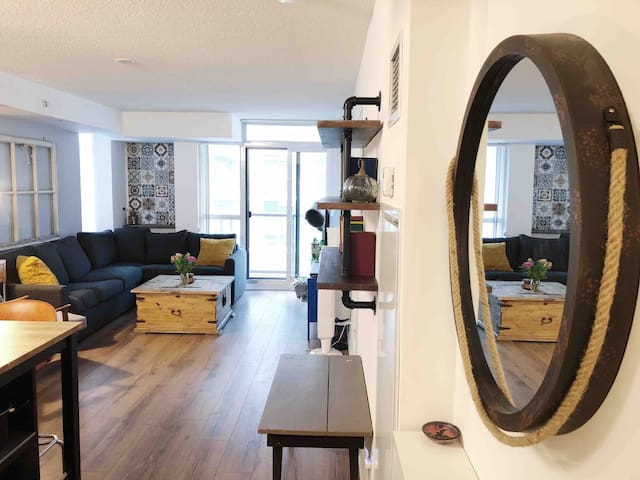 Stylish Queen West Condo + Free Parking