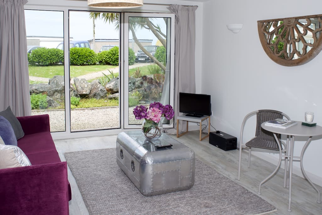 Spacious living area with sea glimpses and access to outdoor seating area