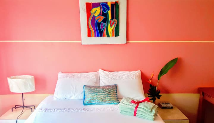 TriniBnB-Pretty in Pink w/Wifi, Netflix, Comfy Bed