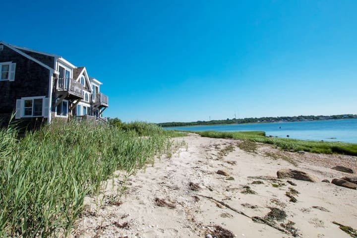 Oceanfront - Private Beach House - Sleeps 10