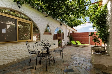 Villa with garden,5min.from the sea