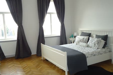 Beautiful, bright double bedroom - Wien - Haus