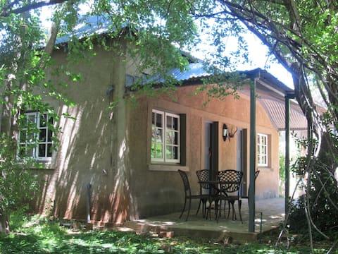 """Hillside Farm : """"Len's Cottage"""""""