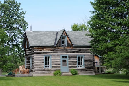 """Riverbend"" a Private Waterfront Log House - Lanark - Haus"