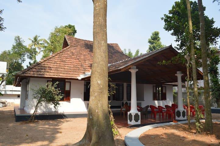Plackiel Tharavadu - Kottayam - Hus
