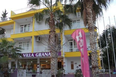 Hotel Villa Granada  - Konyaaltı - ที่พักพร้อมอาหารเช้า