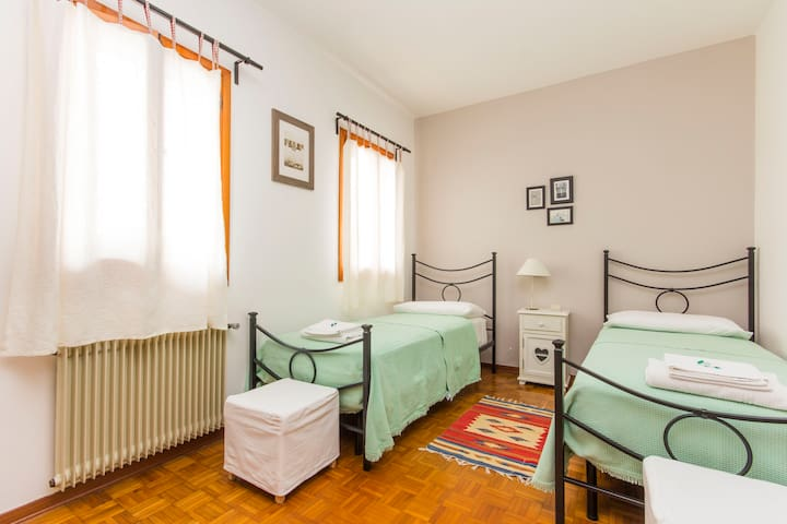 Quiet room with two beds - Porcia - Penzion (B&B)