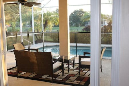 Luxurious 3 Bedrooms Sleeps 8 - Naples - Dom