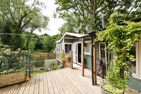 Glampers cabin by the canal! - Uxbridge