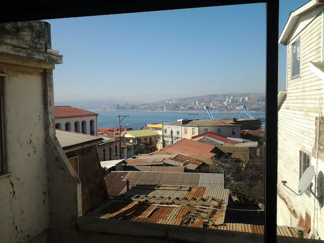 Spacious and enlighted room in Valp - Valparaíso - Flat