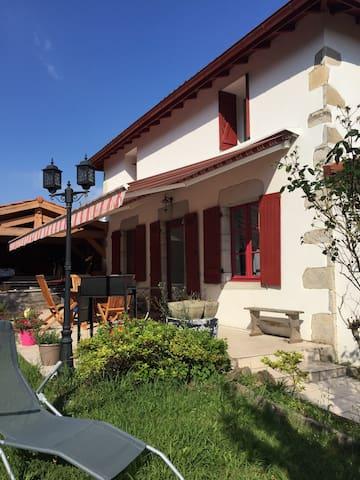 Pied à terre 165m2/ jardin, terrasse et SPA! - Briscous - Hus
